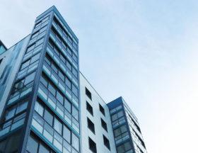 宅建業の免許は承継できない!宅建業者の組織再編(会社分割)